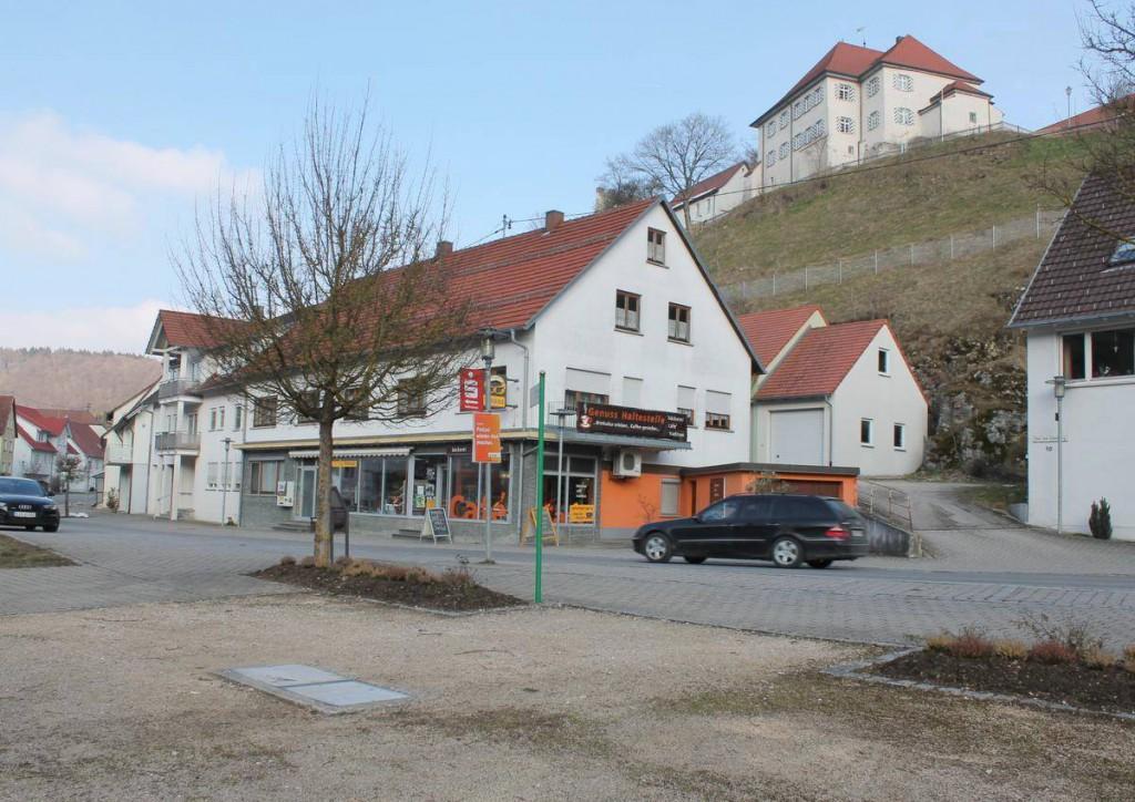 Das Hettinger Schloss ist ein Blickfang im Städtchen. Doch es gibt keine Läden außer einem Bäcker und einem Friseur. Auch der Dorfplatz wartet auf seine Neugestaltung.