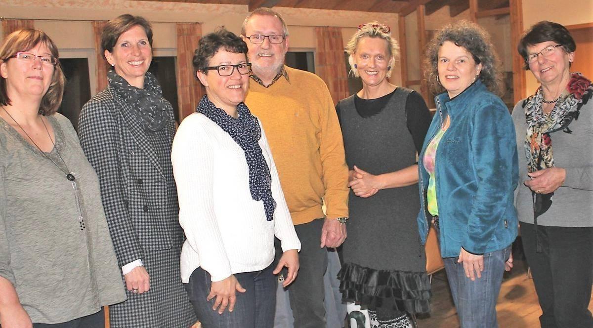 Die alten Vorstandsmitglieder des Fördervereins Gewandhaus Inneringen sind auch die neuen. Künstlerin Ilse Wolf fehlt auf dem Bild. Sie hat das Amt der stellvertretenden Vorsitzenden inne.